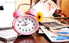 صبآآح آلخيـــــر (Alaa rashid | آلاء) Tags: morning flower watch ipad ساعة ورده وردي صباح روقان زهري ipone آيفون عزل تكوين ايباد