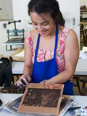 atelier de gravura - USP (PatriciaOgata) Tags: brasil saopaulo workshop viagem ensino atelier gravura processo treino fotogravura demonstracao