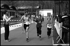 Planer en famille (murddoc) Tags: blackandwhite white black france water sport natation grenoble noir noiretblanc running run course triathlon blanc nage piscine runing isere anap swinm aquathlon murddoc