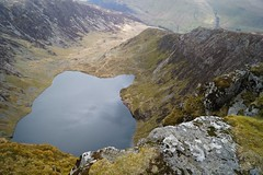 Looking over the edge (harry.blytheallen) Tags: uk lake mountains rock wales clouds spring walk drop cadairidris northwales polariser lookingover