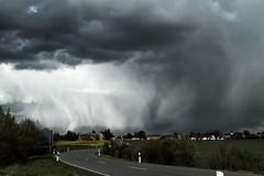 Wetterspiel (gutlaunefotos) Tags: natur wolken april regen weter wetterwechsel