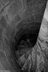 Descenso a las profundidades - Descent into the depths (Eva Ceprin) Tags: old blackandwhite muro blancoynegro church monochrome stone wall architecture spiral pared arquitectura darkness steps descent iglesia escalera espiral depth antiguo montblanc oscuridad piedra descenso monocromtico profundidad caracole montblanch escaleradecaracol peldaos santamaralamayor nikond3100 tamron18270mmf3563diiivcpzd evaceprin