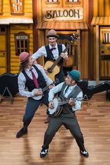 La Banda de Otro (1) (Juan Ig. Llana) Tags: banda teatro circo country bilbao zb trio sombrero msica oeste msicos leioa bombin espectculo actuacin decorado escenografa umoreazoka2016