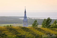 Saint-Octave-de-Mtis, le clocher (Aurelien Pottier) Tags: ca sea panorama mer canada church field landscape belltower paysage glise champ clocher gaspsie provincedequbec scenicview fleuvesaintlaurent saintlawrenceriver bassaintlaurent gaspepeninsula bassaintlaurentqubec saintoctavedemtis