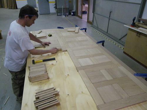 Fabricación panel roble diseño cruz