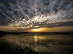 17.520 atardeceres................. (T.I.T.A.) Tags: night atardecer cloudy nubes puestadesol ocaso tita reflejos lalanzada regionwide carmensolla carmensollafotografa carmensollaimgenes