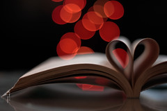 ack .. <3 (    , ) Tags: red black love canon 50mm book dof heart bokeh f 18 boke qatar  qtr   ameera canon550   abigfave amoora   t2i           bokeh  dof