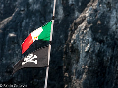 Pirati vs Italia (KS #34) Tags: sea italy spread boat barca italia mare flag pirates rating bandiera pirati