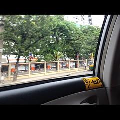 พี่แท็กซี่คนนี้ขับรถโอเคมาก ,, ที่หน้ารถมีรูปลูกติดไวิเป็นกำลังใจ น่ารักๆ