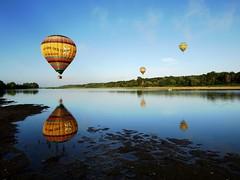 Miroir ô mon beau miroir ! (photosenvrac) Tags: lumière ballon reflet paysage loire matin fleuve montgolfière thierryduchamp