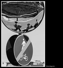 in tondo (magicoda) Tags: street people blackandwhite bw italy reflection bike circle walking mirror see nikon strada italia foto walk bn persone passion bici fotografia dslr cartello riflessi reflexion biancoenero specchio bicicletta riflesso passione divieto veneto d300 camminare cammino tondo 2013 blackwhitephotos magicoda davidemaggi maggidavide