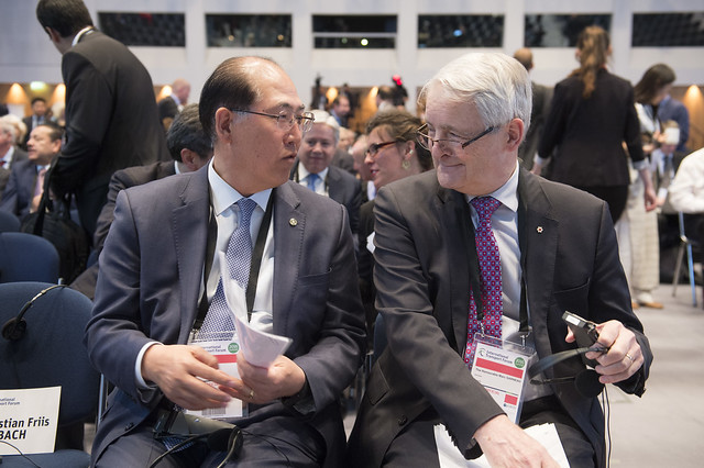 Kitack Lim with Marc Garneau at the opening plenary
