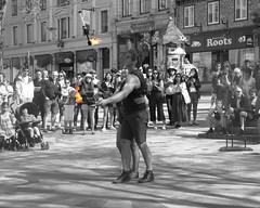 File0172 (mariej55quebec) Tags: people blackandwhite bw woman white man black artist noir noiretblanc femme crowd foule blanc homme gens artistes vieuxqubec spectacle jongleur acrobates artistesderue amuseurs