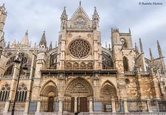 DSC2967 Fachada Sur de la Catedral de Santa Mara de Regla, siglo XIII, en Len (ramonmunoz_arte) Tags: de catedral len vidrieras claustro sepulcro