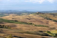 20160704_crete_senesi_siena_tuscany_9999p (isogood) Tags: italy landscapes horizon country scenic tuscany crete siena cretesenesi asciano senesi