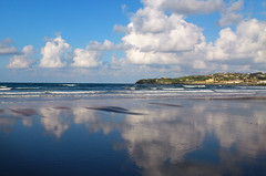 Agua, tierra, aire. (Asturtom) Tags: españa cloud paisajes reflection beach clouds landscape landscapes spain asturias playa paisaje nubes reflejo beaches sanlorenzo espagne plage gijon nube playas spanien reflejos ltytr2 ltytr1 ltytr3 a3b
