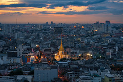 Dusk Time with Trimitr Temple. (Weerakarn) Tags: city sunset landscape thailand temple cityscape dusk bangkok thaitemple    trimitrtemple