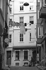 Backyard Istanbul (Maron) Tags: street travel bw white black turkey nikon istanbul marion reise tyrkia supermarion nesje d7000 marionnesje