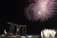 Fireworks 3 (ChieFer Teodoro) Tags: marina canon bay singapore fireworks arts science 7d ms sands 1740mm ndp2012