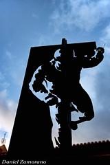 Cipotegato (danizamo) Tags: plaza españa canon contraluz fiestas zaragoza escultura silueta ayuntamiento 500d aragón tarazona cipotegato