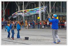 IMG_1490_DxO (JP Kadeyan) Tags: paris beaubourg streetpicture bullesdesavon photosderue faiseurdebulles