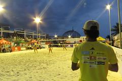 beach volleyball (DOLCEVITALUX) Tags: game sports ball team play outdoor philippines beachvolleyball moa volleyball mallofasia