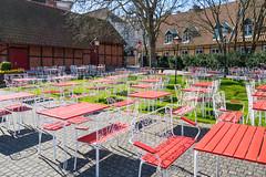 Redy for guests (Infomastern) Tags: shadow caf bench table chair kaf skugga ystad bckahstenskaffestuga