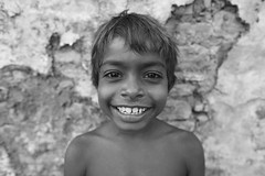 Little boy  Bundi (Julien Mailler) Tags: world street travel boy portrait people blackandwhite india smile face kids children asian julien kid asia child little indian asie indien rajasthan inde nationalgeographic asiatique bundi rajasthani reflectionsoflife lovelyphotos jules1405 unseenasia earthasia mailler
