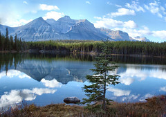 Johnson Lake, Banff National Park, Alberta, Canada - p5231e (photos by Bob V) Tags: park panorama lake mountains reflection rockies banff rockymountains mountainlake banffnationalpark canadianrockies reflectiononwater johnsonlake banffpark
