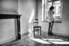 Mlancolie (Nathalie Delmelle) Tags: blackandwhite art noiretblanc appartement tristesse woodman mlancolie squence
