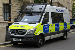 Metropolitan Police Mercedes Sprinter Public Order Van (PFB-999) Tags: colour london public mercedes support order pov police vehicle leds service van met metropolitan grilles psu unit the mps facelift sprinter tsg 2016 lightbar trooping fendoffs bx65dwa