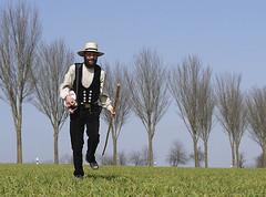 wandern in der kluft, es ist frhling (sharpals) Tags: hiking amish charlie mnsterland frhling carpenter kluft zimmermann trachten pilgern charlottenburger wandergesellen
