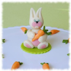 Easter cake topper (Zara Miravent) Tags: bunny cake easter marzipan carrots topper
