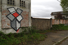 Karton quai de brazza bordeaux (karton_street_art) Tags: street art logo de graffiti vive box bordeaux peinture carton fret couleur vf karton lotype