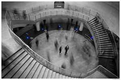 Les passants de Saint-Lazare #1 (AKfoto.fr) Tags: blue saintlazare metro saintaugustin 550d tamron175028