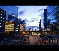 L'heure bleue @ la dfense (Gskill photographie) Tags: longexposure sunset lightpainting paris france colors canon photographie 1750 tamron panam ladfense poselongue gskill 60d