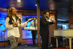 Servicio - 06/24/12 (Rudy Gracia) Tags: people music church word drive blood worship live ministry rudy christian wisdom busses pastor crowds gracia preaching cristianos ruddy predica