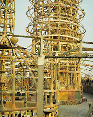 Vernacular architecture - Watts Towers, Simon Rodia, 1921-54 - Los Angeles, Calif. (edk7) Tags: california sculpture usa art glass architecture tile found us losangeles los unitedstates angeles steel object slide structure mortar vernacular watts porcelain wattstowers nikkormat simonrodia nuestropueblo ft2 naïve m446 192154 197312 edk7