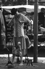 LA TROISIEME PARQUE (See Hell) Tags: blackandwhite public noiretblanc pentax bokeh streetscene toulouse capture streetview spectacle photoderue scenesderue musicienderue bokina pentaxk7 vivitar90f25