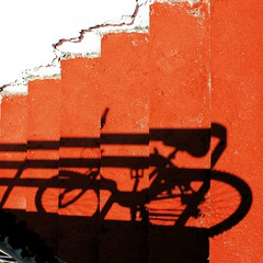 Niente bici in spiaggia (meghimeg) Tags: shadow red sun rot bike stairs ombra bici scala sole rosso lavagna royo bicicletta 2011