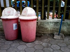 envy (satrio bs) Tags: stilllife sampah samsunggalaxy wheneverythingmeansnothing