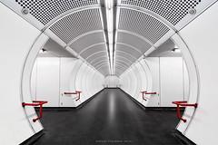 Spacial stantion (Antoni Figueras) Tags: vienna wien station subway austria metro u1 viena osterreich sdtirolerplatz tamron1024 sonya77ii