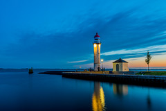 Lighthouse Hellevoetsluis (Lbfoot) Tags: sunset lighthouse water netherlands landscape nikon nederland bluehour hellevoetsluis vuurtoren zuidholland nikond600
