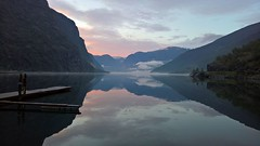 X - Fjord symmetry (2) #nofilter #lumia950xl (SmartFireCat) Tags: instagramapp uploaded:by=instagram lumia950xl lumia 950xl microsoft norway noruega norge flam flaam fjord fiordo sunset 11pm aurland water mountains montaas sea mar night pm anochecer