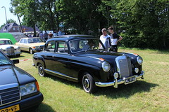 1957 Mercedes Benz 219 (Davydutchy) Tags: records netherlands juni mercedes benz book nederland parade guinness mercedesbenz longest paysbas mb jansen attempt ponton overijssel niederlande 219 w123 worldrecord balkbrug 2016 autobedrijf