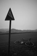 DSC07718 (Gumundur Rbert) Tags: sky white mountain black 35mm cycling climb iceland cloudy f14 sony climbing rolf prima reykjavk sland ares a7ii pansonic samyang reihjl rokinon