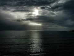 Luces celestiales. (Nicols Quezada) Tags: chile sol mar nubes valdivia rayos flickrunitedaward
