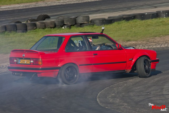 Daz Drifting his BMW E30 V8