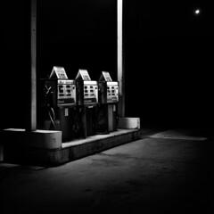 (SubtleTRex) Tags: light white black 120 film night contrast vintage mediumformat dynamic kodak oldcamera graflex