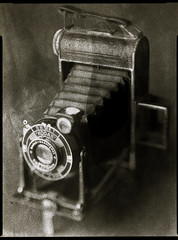 A kodak folder (O9k) Tags: camera old stilllife studio kodak antique papernegative brownie 4x5 agfa largeformat 9x12 folding viewcamera 620 cameraporn baddeveloping brovira schneidersymmar directpapershot linhofkardanstandard